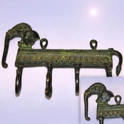 ... зделано из бронзы и помогла нийти клад: